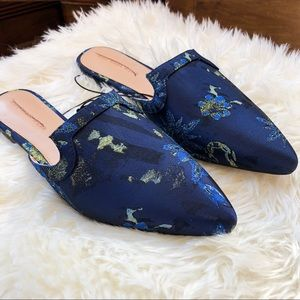 WHO WHAT WEAR | Navy Floral Mules